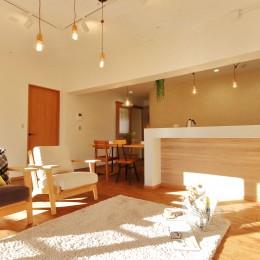 家中に「好き」が溢れる、ボタニカルな住まい (LDK)