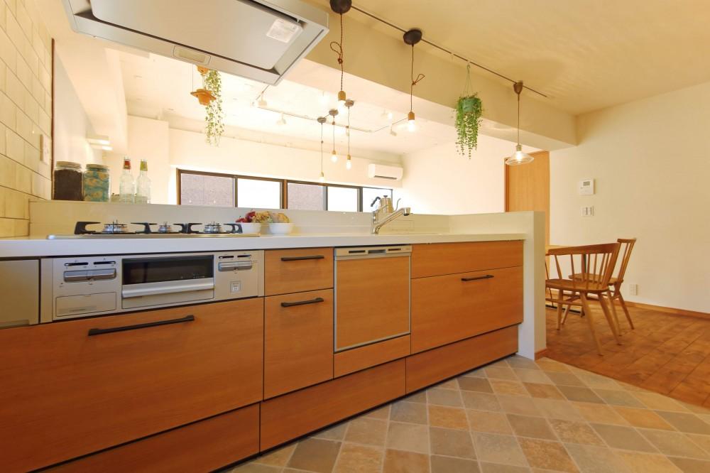 家中に「好き」が溢れる、ボタニカルな住まい (キッチン)