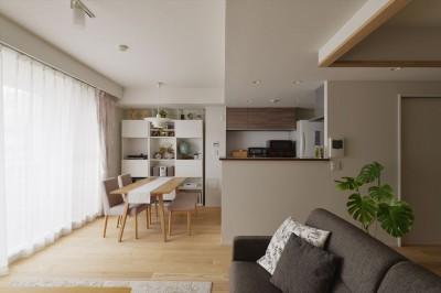 キッチン (W邸_収納上手な工夫と家族の笑顔)