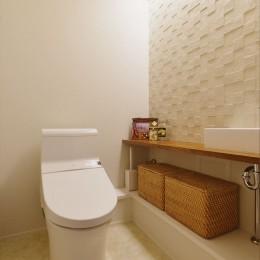 W邸_収納上手な工夫と家族の笑顔 (トイレ)
