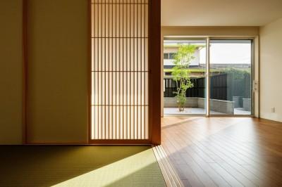 玄関ホールと和室 (富田林の家)
