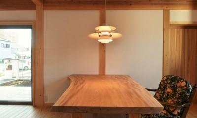 一宮の石場建て (欅の一枚板テーブルを制作しました)