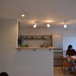 50平米という限られた空間を広く見せるマンションリノベーション (リビングダイ二ング)
