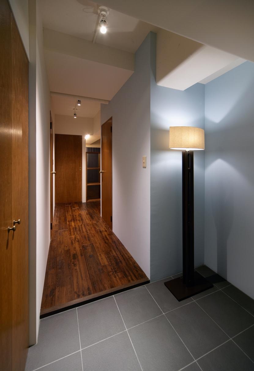 Doux パリのおしゃれなアパルトマンをイメージした ワンルーム空間リノベの写真 玄関
