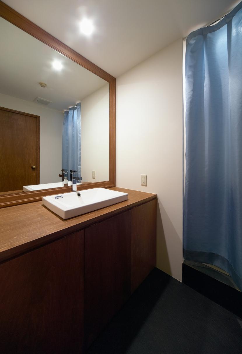 Doux パリのおしゃれなアパルトマンをイメージした ワンルーム空間リノベの部屋 洗面