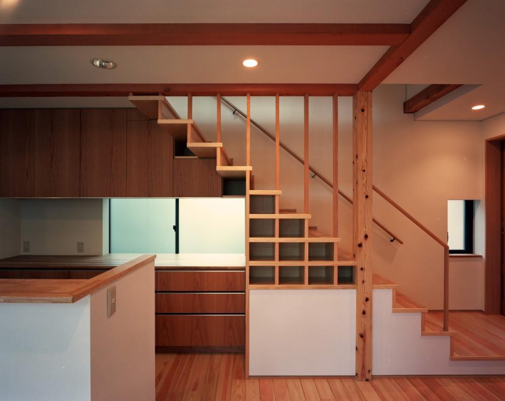 【大泉の家】 (キッチン・室内階段)