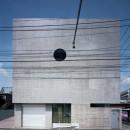 【大通りに建つ家】  騒音振動からすこやかな生活を守る砦の写真 外観
