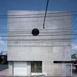 【大通りに建つ家】  騒音振動からすこやかな生活を守る砦