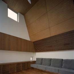 【大通りに建つ家】  騒音振動からすこやかな生活を守る砦 (リビングダイニング)