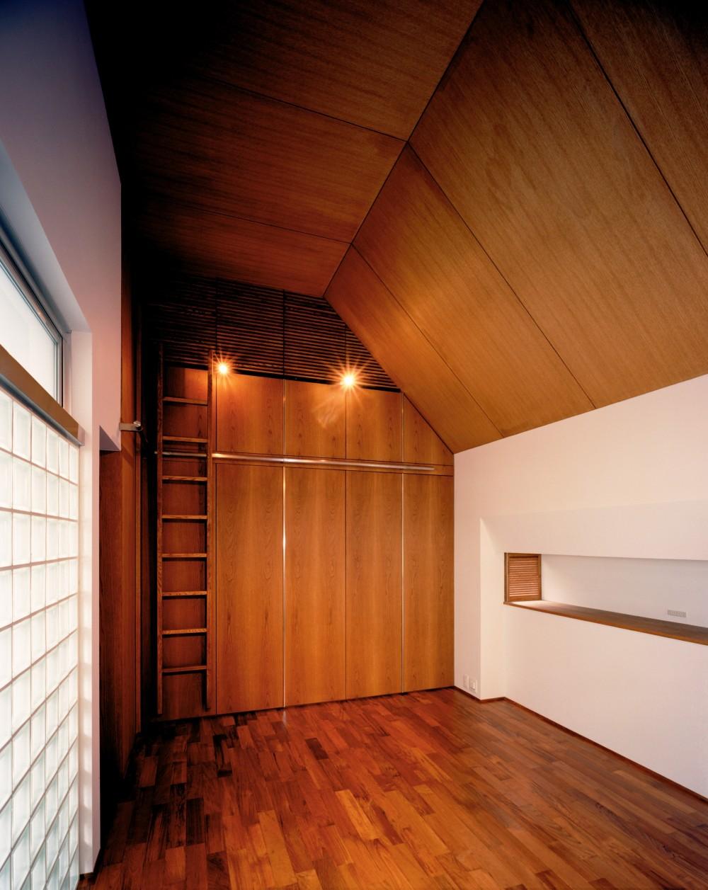 【大通りに建つ家】  騒音振動からすこやかな生活を守る砦 (ベッドルーム)