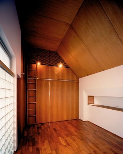 ベッドルーム (【大通りに建つ家】  騒音振動からすこやかな生活を守る砦)
