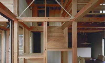 【川口の家】  柱と梁の立体格子がつくる巨大なワンルーム (室内階段)