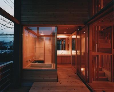 浴室・洗面 (【川口の家】  柱と梁の立体格子がつくる巨大なワンルーム)