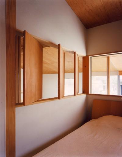 ベッドルーム (【川口の家】  柱と梁の立体格子がつくる巨大なワンルーム)