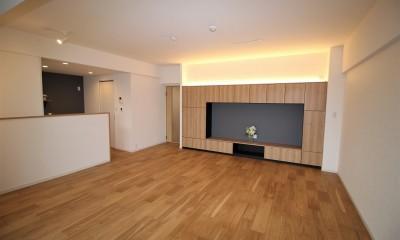 テレビボードと収納を兼ねた壁面|気に入った環境から引越したくないから、リフォームして住み続ける