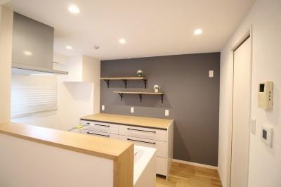 キッチンの飾り棚 (気に入った環境から引越したくないから、リフォームして住み続ける)