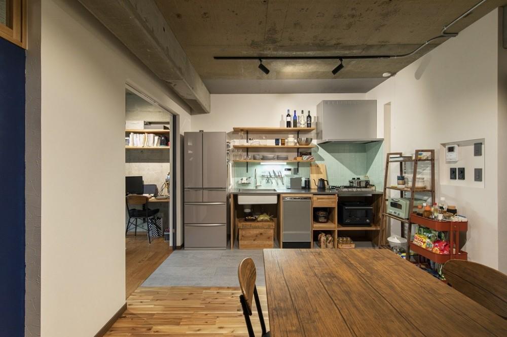 """コミュニティスペース""""MÜCHA""""-「学ぶ・語る」に開かれた家 (キッチン)"""
