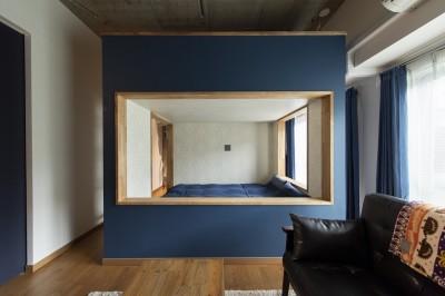 """ベッドルーム (コミュニティスペース""""MÜCHA""""-「学ぶ・語る」に開かれた家)"""