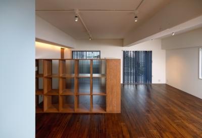 Doux パリのおしゃれなアパルトマンをイメージした ワンルーム空間リノベ (リビング4)