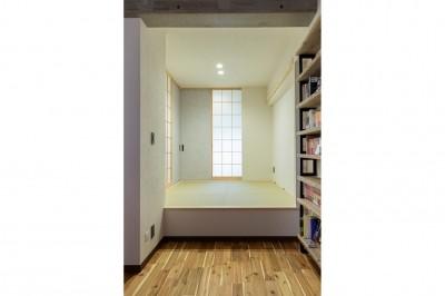 """和室 (コミュニティスペース""""MÜCHA""""-「学ぶ・語る」に開かれた家)"""