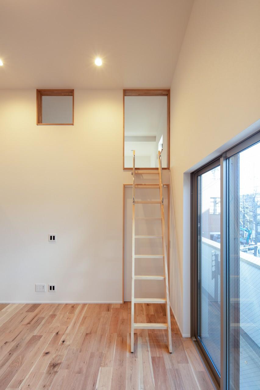 ARCO 賃貸併用住宅+店舗 (ロスト階段)