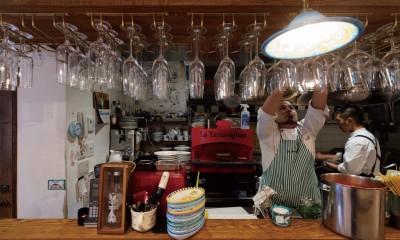 狭小地に建つイタリアンレストラン