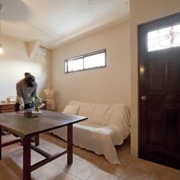 大阪府Yさん邸:古い建具やアンティークを生かし、スローな暮らしの似合う家に