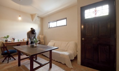 大阪府Yさん邸:古い建具やアンティークを生かし、スローな暮らしの似合う家に (駐車場だった土間空間が、素敵なアトリエ空間に)