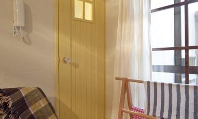 大阪府Yさん邸:古い建具やアンティークを生かし、スローな暮らしの似合う家に (手作り感覚を大切にした造作ドア)