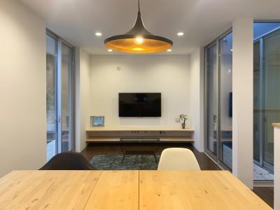 青柳の家-デッキが繋ぐ開放的な新築住宅- (リビングダイニング)