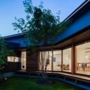 祖父江町の家/角地に建つ平屋の住まいの写真 中庭