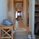 50平米という限られた空間を広く見せるマンションリノベーションの写真 廊下