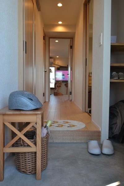 廊下 (50平米という限られた空間を広く見せるマンションリノベーション)