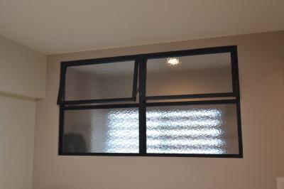 50平米という限られた空間を広く見せるマンションリノベーション (ベッドルーム)