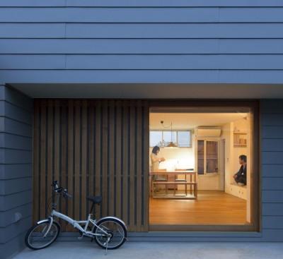 ガレージのある家/趣味が満載、ネコとバイクとガレージハウス (外観)