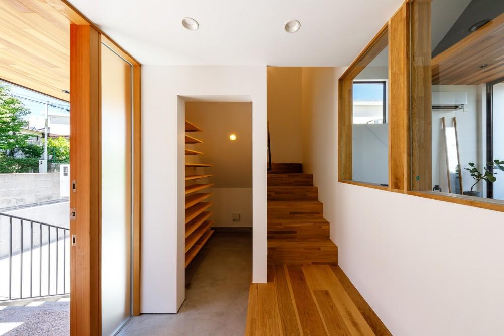haus-deck / 海岸を見下ろす多機能デッキで広がる空間 (haus-deck 玄関)