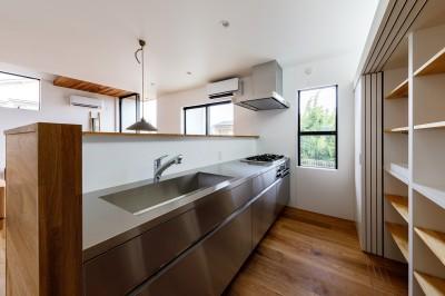 haus-deck キッチン (haus-deck / 海岸を見下ろす多機能デッキで広がる空間)