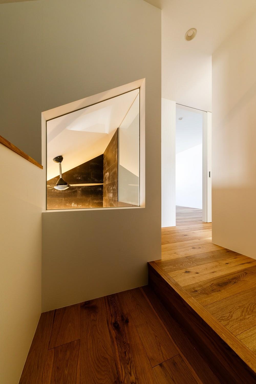 haus-deck / 海岸を見下ろす多機能デッキで広がる空間 (haus-deck 階段)