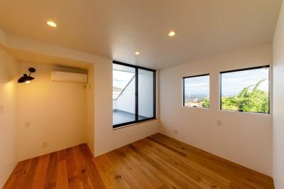haus-deck 寝室 (haus-deck / 海岸を見下ろす多機能デッキで広がる空間)