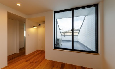 haus-deck / 海岸を見下ろす多機能デッキで広がる空間 (haus-deck 寝室)