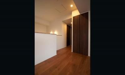 廊下|木目調のアクセントクロスが開放感あるLDKに映える