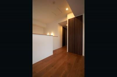 廊下 (木目調のアクセントクロスが開放感あるLDKに映える)