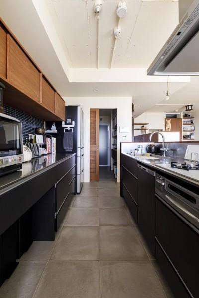 キッチン (Y邸-長年の家への不満をリノベーションで解決! 猫4匹と快適に暮らす)