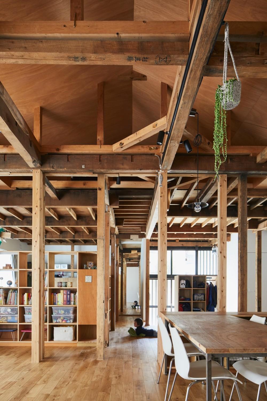山の根の平屋-築70年の家を住み継いでいく、リノベーションの可能性 (リビング)