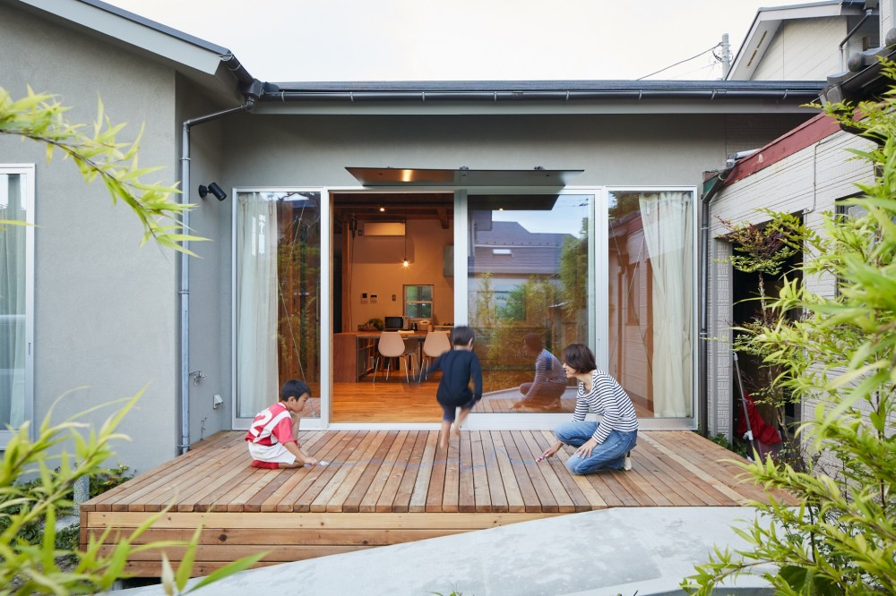 山の根の平屋-築70年の家を住み継いでいく、リノベーションの可能性 (中庭)