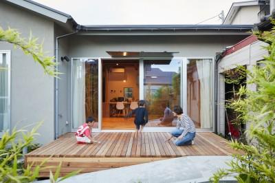 中庭 (山の根の平屋-築70年の家を住み継いでいく、リノベーションの可能性)