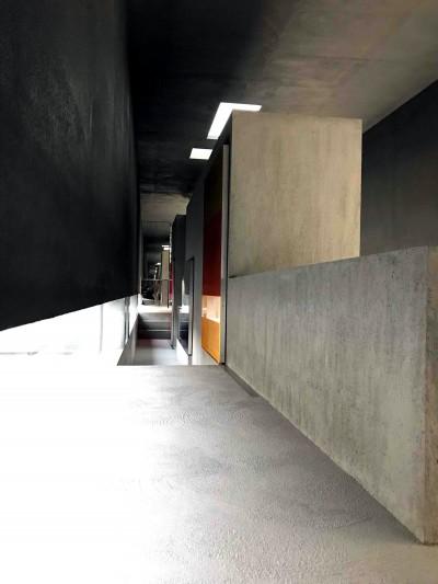 狭い回廊 (CASKET)
