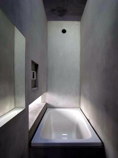 浴室 (CASKET)