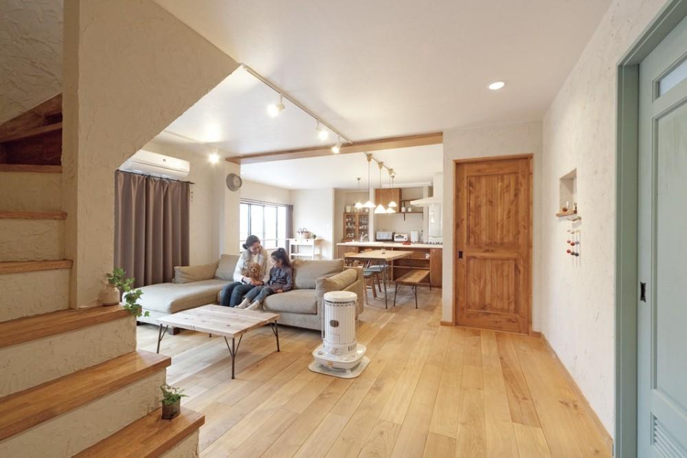 大阪府Fさん邸:家族がつながる開放的なLDK (リビング階段と広々空間)