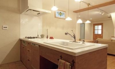 大阪府Fさん邸:家族がつながる開放的なLDK (オーダーキッチン)